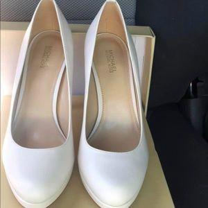 Michael Kors Shoes - Michael Kors nude pumps